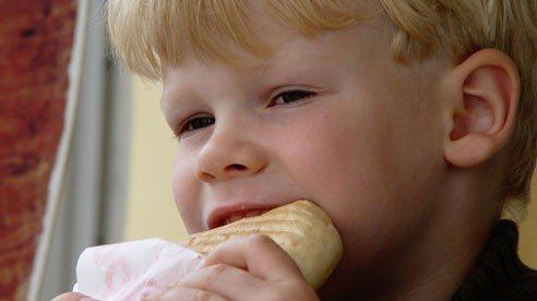 boy_eating-82af5c13c615903418150b01b2125bc0