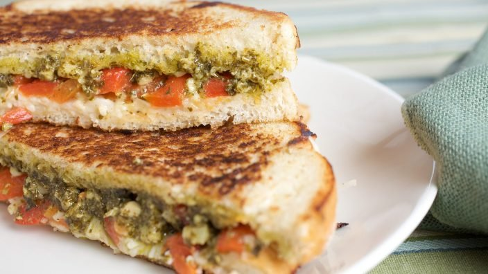 Grilled cheese with roasted red peppers and pesto