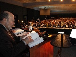AFBF President Bob Stallman looks over policy resolutions with delegates. (AFBF Photo)