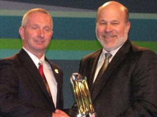 OFBF President Brent Porteus (left) accepts the Pinnacle Award from AFBF President Bob Stallman