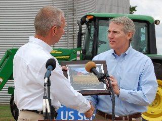 OFBF President Brent Porteus, left, congratulates Rob Portman.