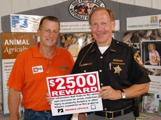 Fairfield Co. Sheriff Dave Phalen with Fairfield Co. Farm Bureau Volunteer Hart Van Horn