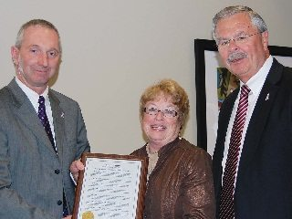 Roush, center, pictured with OFBF President Brent Porteus (l) and Executive Vice President Jack Fisher.