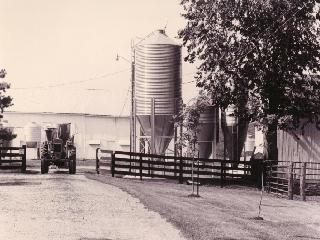 b_w_tractor_on_Schwab_Farm1