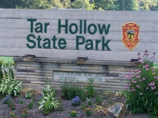 Tar_Hollow_entrance_signweb