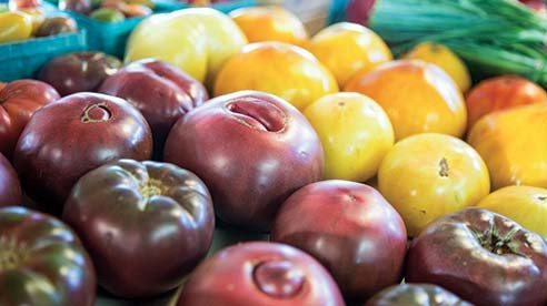 Sweetwater Farms raises a variety of vegetables and herbs, ranging from heirloom tomatoes, green beans and sweet corn to peppers, kohlrabi, red beets, eggplant and fresh cut flowers.