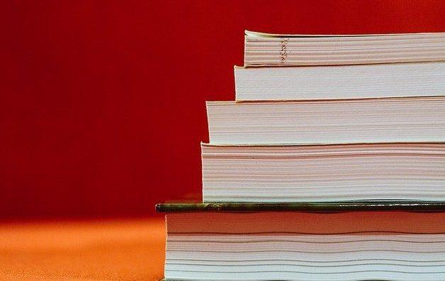 books-933333_640