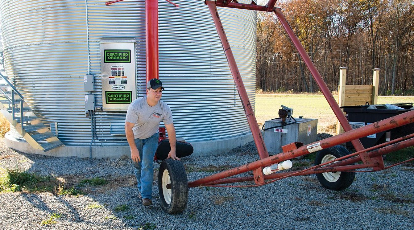 setting-up-grain-auger-to-load-bin-with-corn